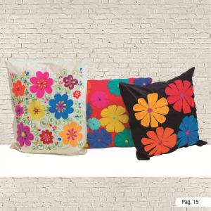 Cojines adornados con flores